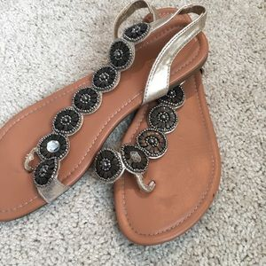 Maurice's sandals size 9